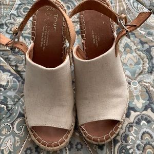 Rarely worn toms wedges size 7.5